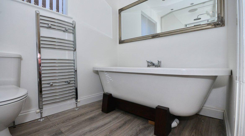 11 Kempton Road – Bathroom 1