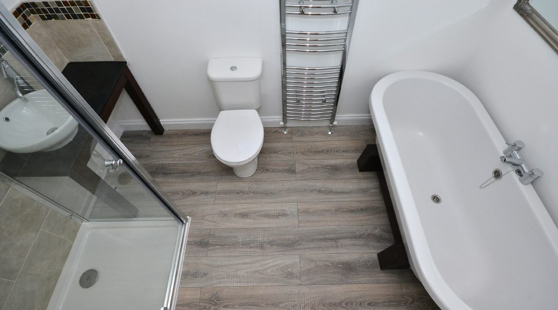 11 Kempton Road – Bathroom 2