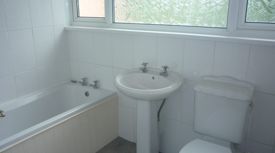69 Vernon Crescent – Bathroom