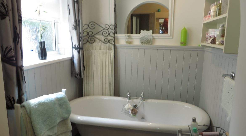 284 Sleaford Road – Bathroom One