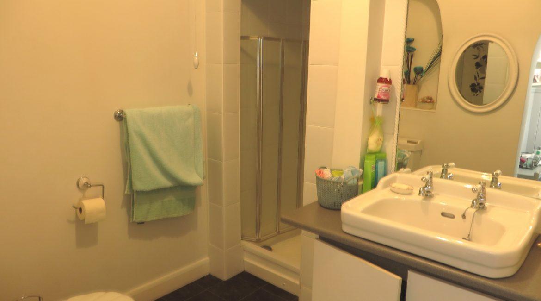 284 Sleaford Road – Bathroom Two