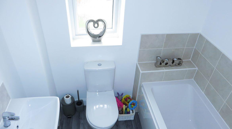 11 Piccadilly Close – Bathroom