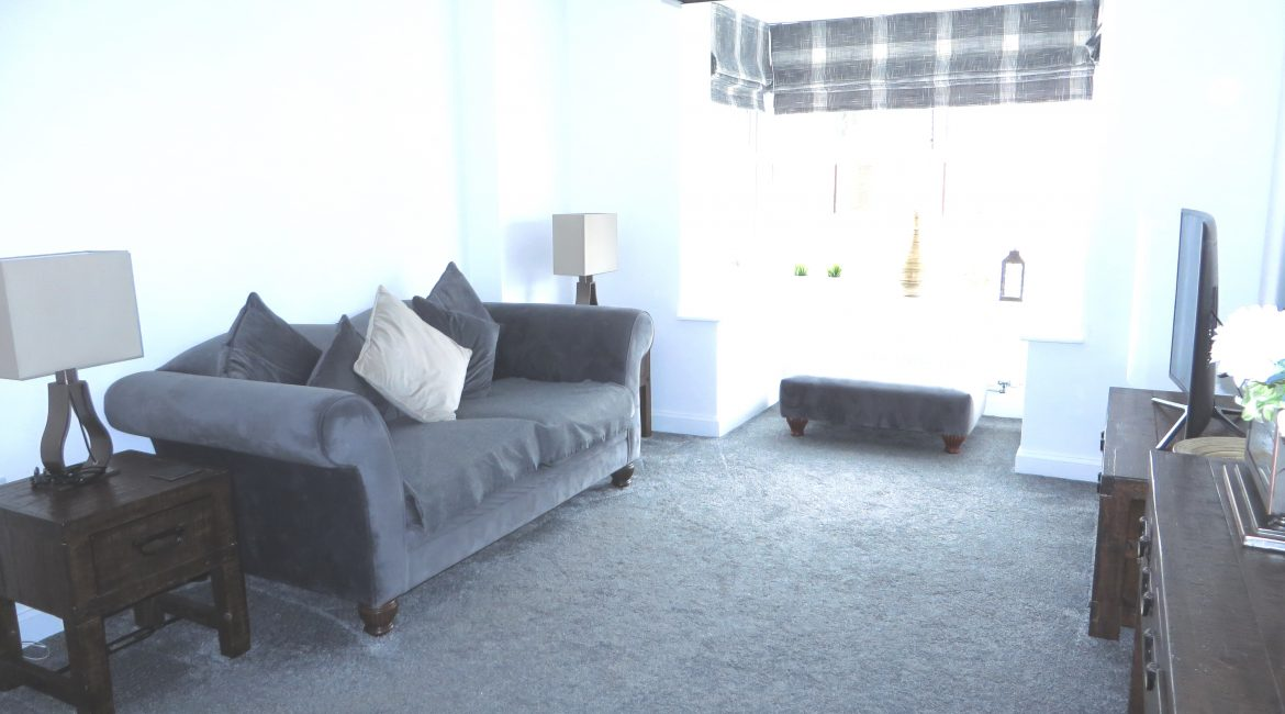 11 Piccadilly Close – Lounge