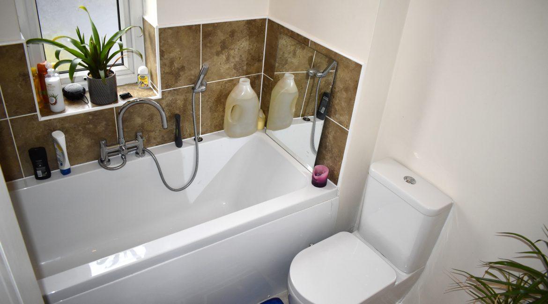 1 The Ropeway – Bathroom