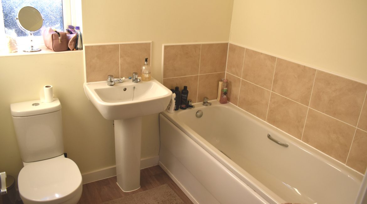 32 Stewart Way – Bathroom