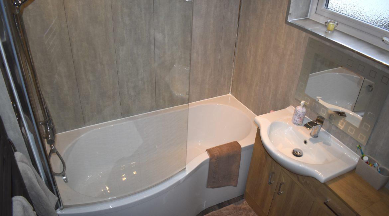 6 Harby Avenue – Bathroom