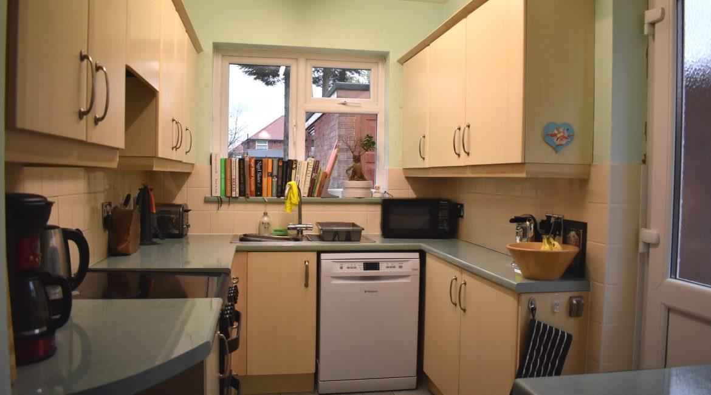 6 Harby Avenue – Kitchen