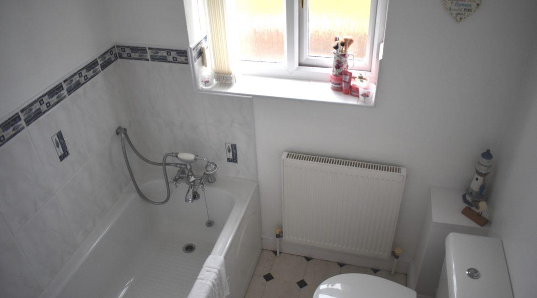 3 Beauvale Gardens – Bathroom
