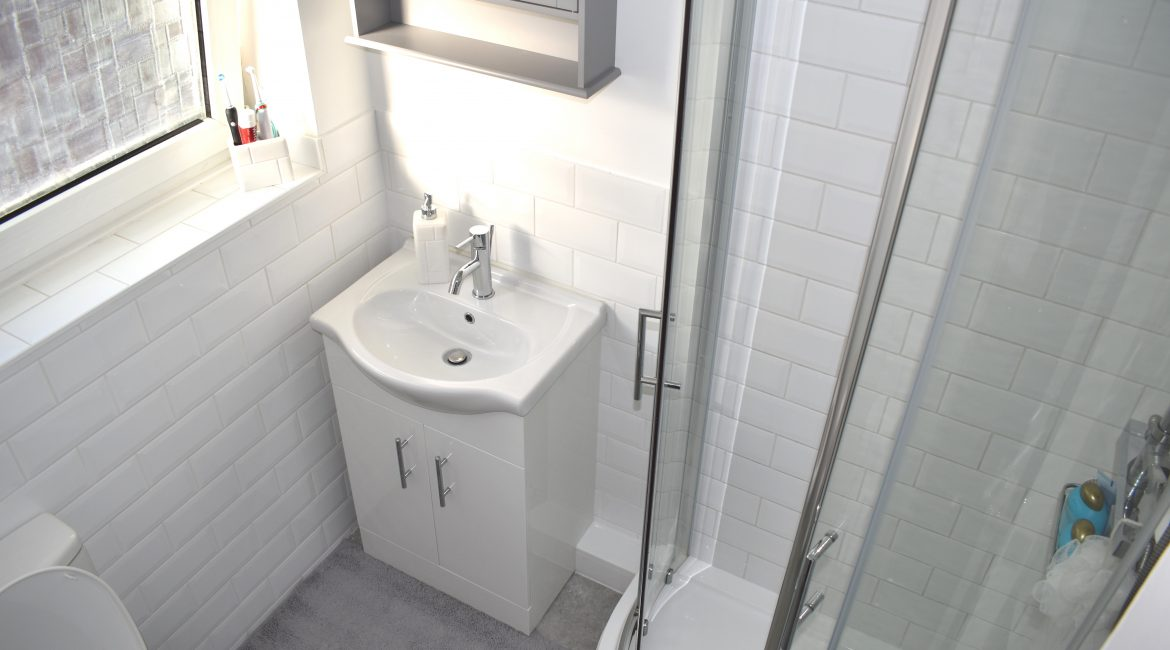 322 Chesterfield Road North – Bathroom