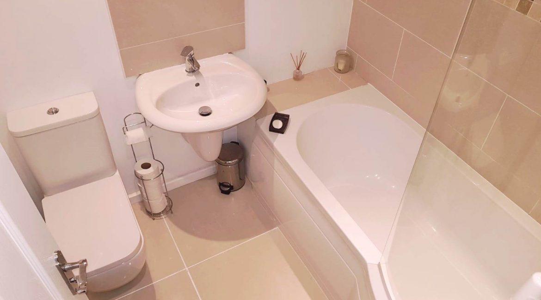7 Goldfinch – Bathroom (2)