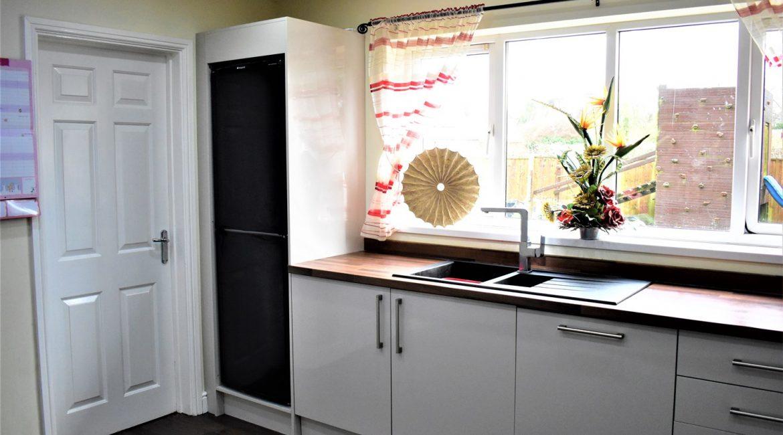 5 Juniper Close – Kitchen (2)