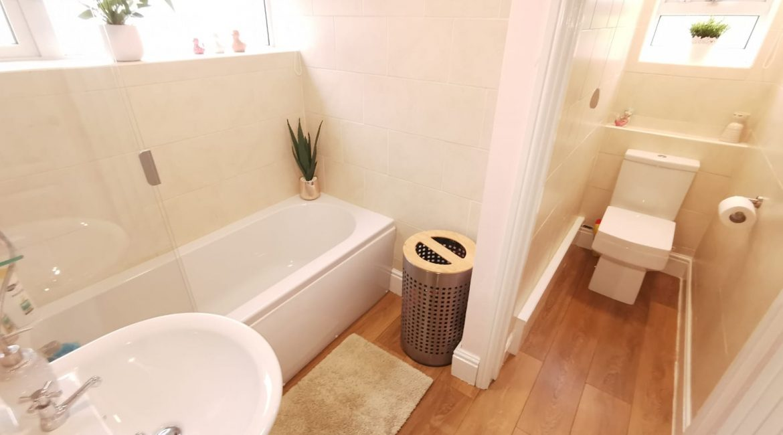 16 Mayfield – Bathroom