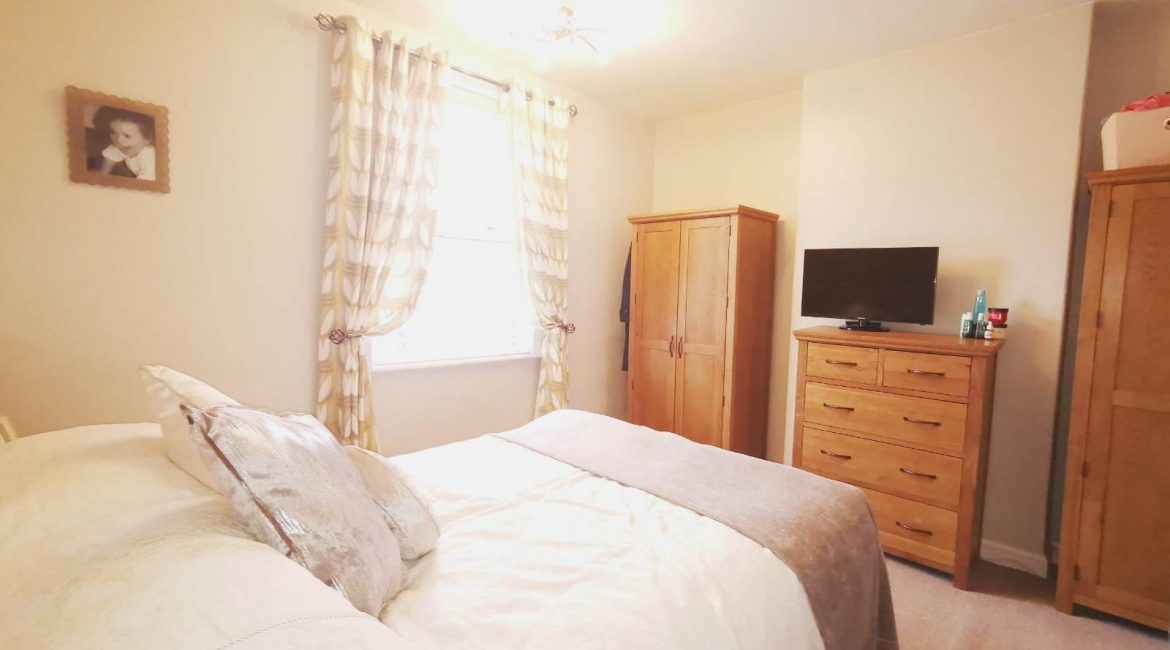16 Mayfield – Bedroom One (3)