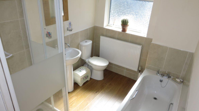 3 Baums Lane – Bathroom